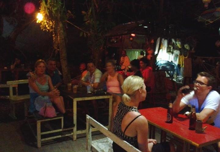 YOONIQUE STONE MUSIC CAFE nai harn phuket
